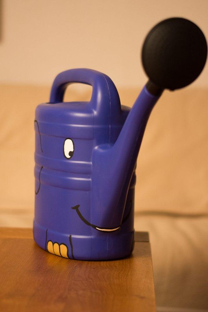 Blaue Gießkanne, als kleiner Blauer Elefant aus der Sendung mit der Maus