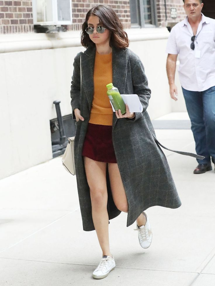 September 14: Selena seen on set of Woody Allen's film in New York, NY [HQs]
