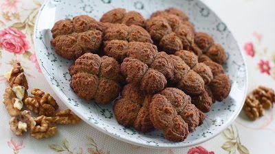 Kinyomós keksz. Hozzávalók:     10 dkg darált dió   10 dkg Yungas malanga liszt   1 teáskanál glutén mentes sütőpor   5 dkg folyékony kókuszolaj  ...