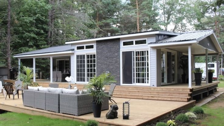 Pin By Le Tuan Home Design On Le Tuan Home Design More Tiny Houses Https Goo Gl Zl5ank In 2021 House Design Park Models Ridgetown