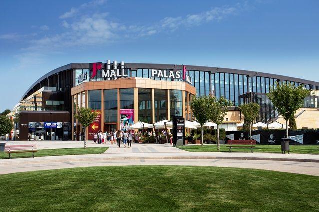 La Dascălu ajunge un euro pentru fiecare om care trece pragul mallului Palas Iaşi. Galerie foto | Ziarul Financiar