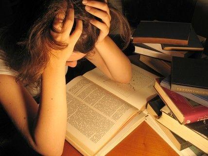 Naast feesten moet een student natuurlijk ook hééél hard studeren
