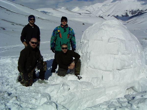 Rifugio con blocchi di neve, igloo