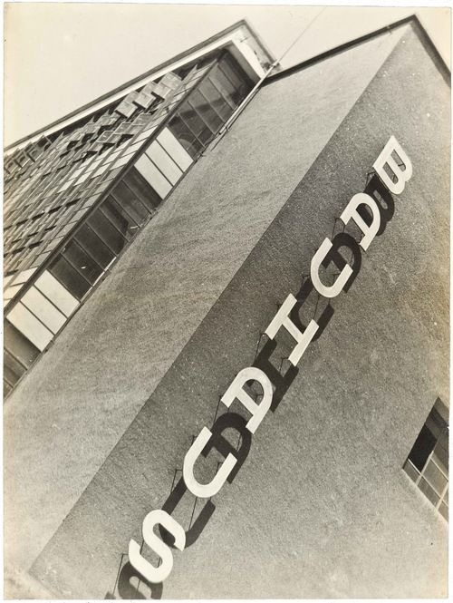 My love, the Bauhaus!! One of the best things to come out of Germany, such a shame the Nazis shut it down in the 30s :(