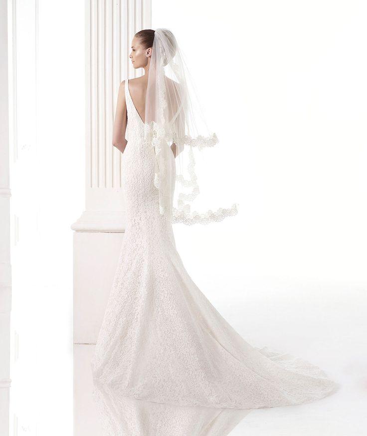 Pronovias presents its V-2805 bridal veil. | Pronovias
