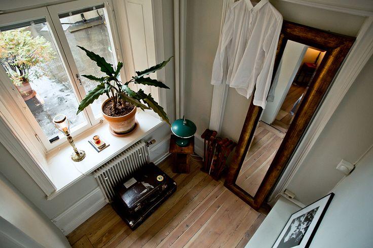 sängkammare garderob växt spegel Bastugatan