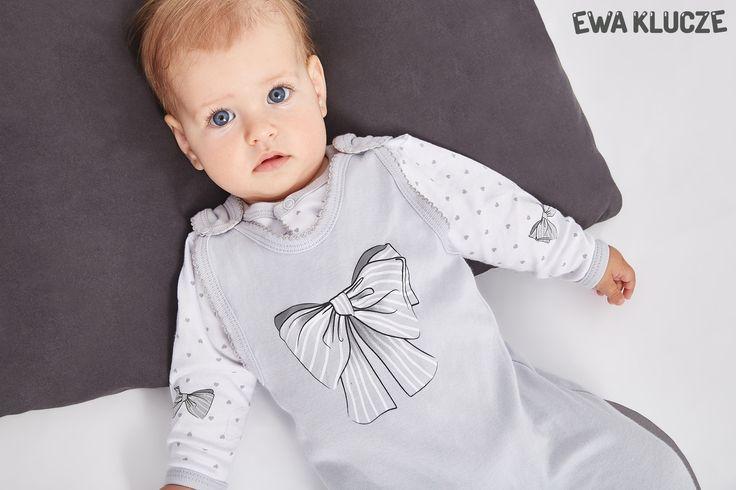 EWA KLUCZE, kolekcja CLASSIC BABY, szary śpioch dla dziewczynki, kaftanik w serduszka, ubranka dla dzieci, EWA KLUCZE, CLASSIC BABY collection, grey baby girl, jacket, baby clothes