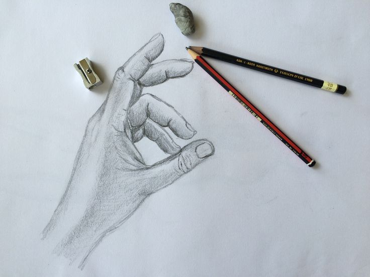 Drawing hands with pencil