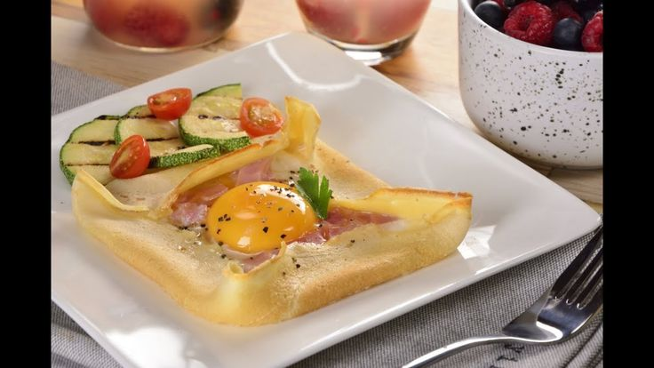 This is a delicious breakfast recipe where you cook in the oven a starred egg on a crepe with ham on top. If you prepare the crepes ahead of time you can have this breakfast ready in just 15 minutes. Crepes, Delicious Breakfast Recipes, Baked Eggs, Ham, Oven, Cooking Recipes, Baking, Food, Videos