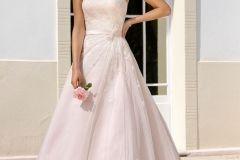 """LADYBIRD GEKLEURD       Is een witte trouwjurkniet jouw ding en wil je trouwen in een gekleurde trouwjurk? Dan past de bruidsmode collectie """"Gekleurd"""" perfect bij jou! Ladybird heeft een prachtige collectie gekleurde trouwjurken en bruidsmeisjesjurken in verschillende stijlen. Alle trouwjurken zijn beschikbaar meerdere kleuren. Zo kan jij"""