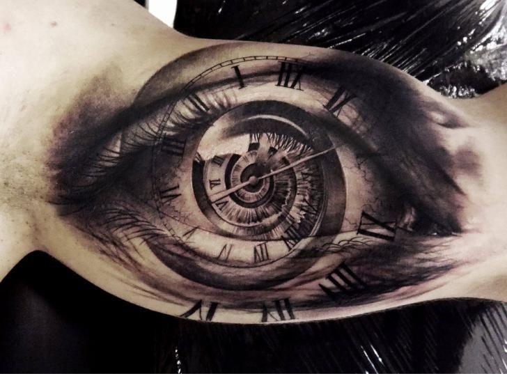 Tatouage Bras Horloge œil par Tattoo Studio 73