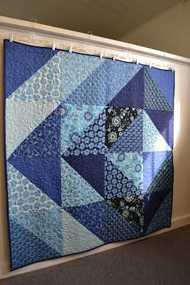 Crazy about the blues Quick and easy quilt!  hanging the quilt with hangers