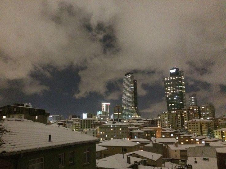 İstanbul'da karlı bir kış gecesi