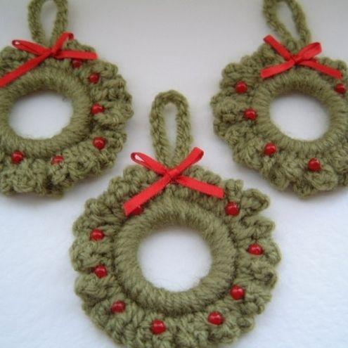 Crocheted Christmas Wreath Ornaments - Free Crochet Pattern