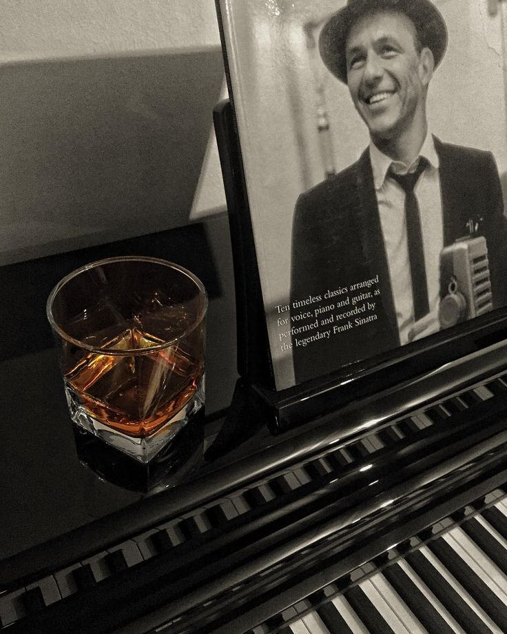 Viskinize eşlik edecek caz klasik etnik ve rock çalma listeleri için profilimdeki linki tıklamanız yeterli For Meleklerin Payi Jazz Classical Ethnic and Rock playlists all you need to do is to click on the link on my profile #music #jazz #whisky #Spotify @spotify @spotifyturkey