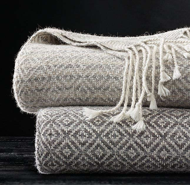 Restoration Hardware Sofa Throws: 1000+ Ideas About Bed Throws On Pinterest