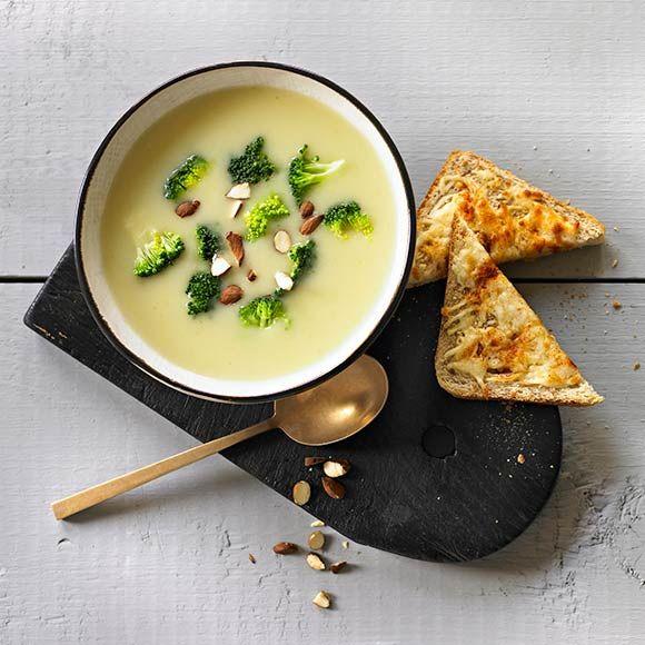 Broccolisoppa med ostbröd