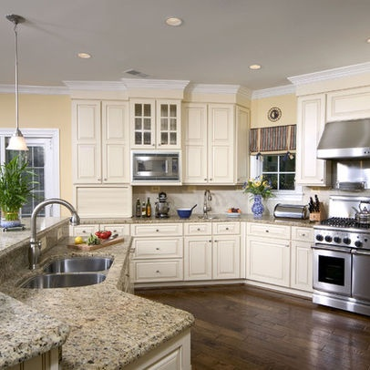 Cream And White Cabinets Are Both Back In Style It Makes A Kitchen Look Fresh And Clean Not