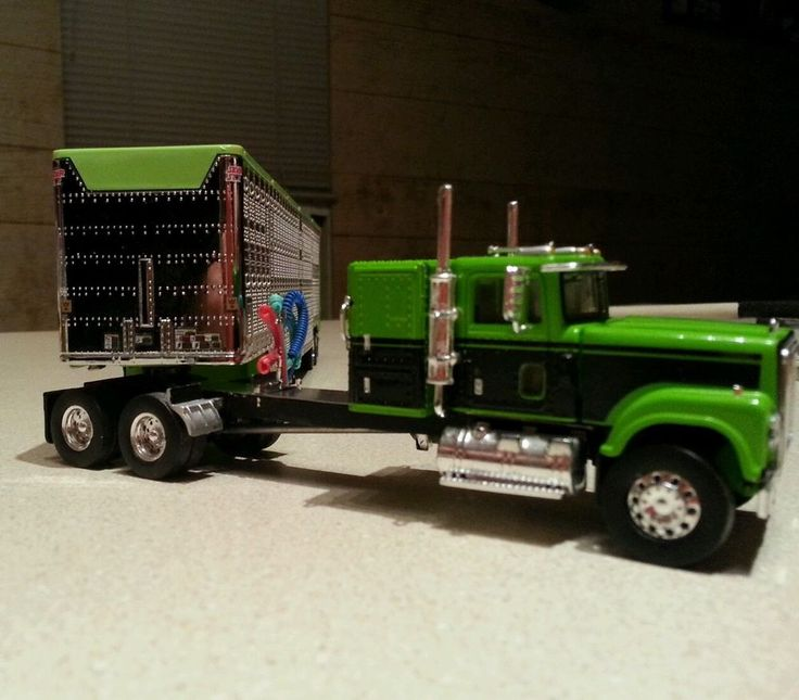 1/64 custom streched TSR international and DCP wilson cattle trailer #dcp #internationalwilson