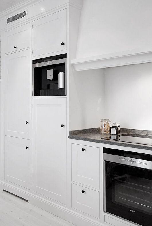 Landhaus Küchen, Romantische Küche, Ideen Für Die Küche, Küchenfarben,  Schwarze Geräte, Esszimmer, Küchen, Einrichten U0026 Wohnen, Männer