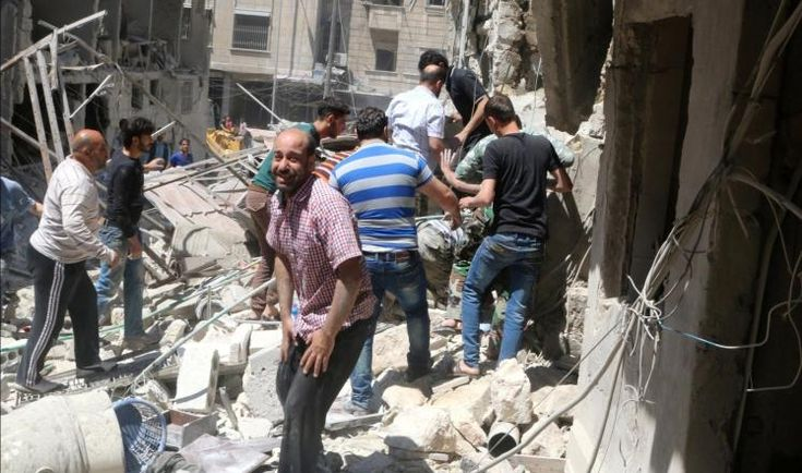 KIBLAT.NET, Aleppo – Dewan Provinsi Aleppo, Ahad (01/05), mengumumkan keadaan darurat di kota terbesar kedua Suriah itu. Sementara serangan udara masih intens sehingga menyebabkan banyak warga melarikan diri. Dewan yang dikelola oposisi Suriah itu mengatakan, langkah tersebut diambil untuk melindungi warga Suriah dari serangan sengit militer rezim dan Rusia. Ahad kemarin merupakan hari kesepuluh Aleppo …