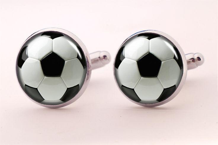 Ślubne spinki do mankietów Piłka nożna  Dostępne w butiku Madame Allure!