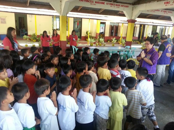 Candon City #LionsClub (Philippines) served a meal to 200 children