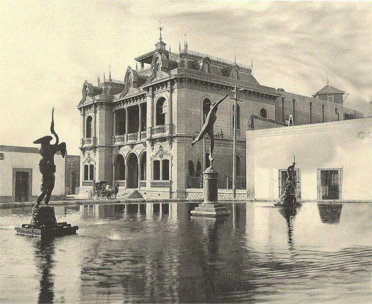 Plaza Degollado y casa Rivero
