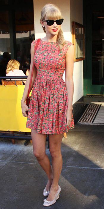 Taylor Swift And Her Awesome 37 Street Style Outfits #taylor #swift #street #style #summer #casual
