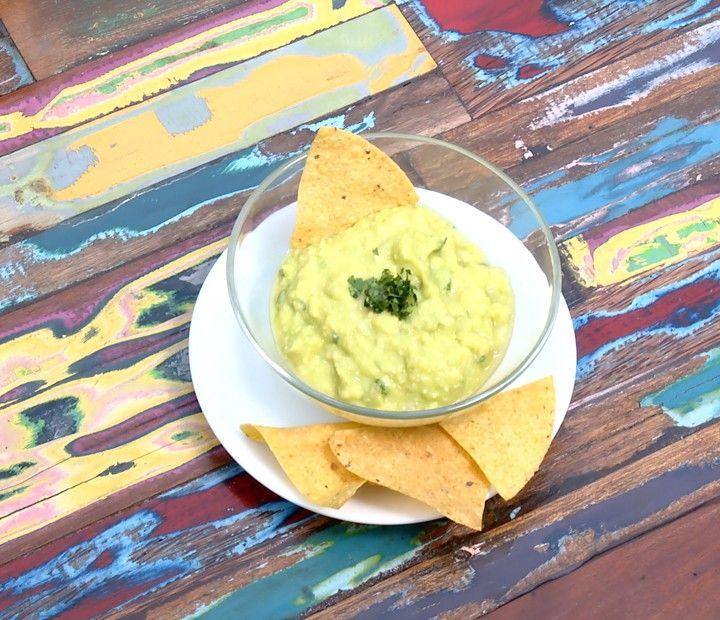 Confira essa receita deliciosa de guacamole que o ator preparou no Estrelas.