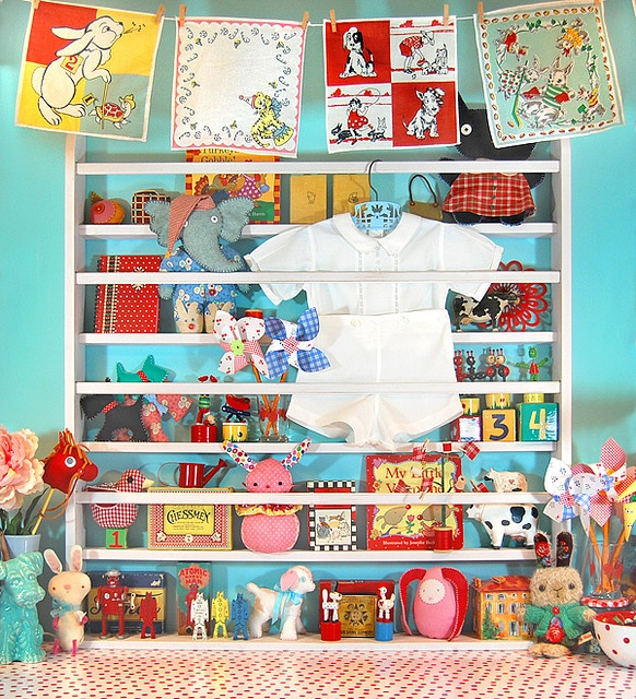 plate rack repurposed: Colors Combos, Vintage Plates, Fun Rooms Ideas, Crafts Rooms, Creative Spaces, Blue Wall, Plates Racks, Vintage Handkerchiefs, Kids Rooms