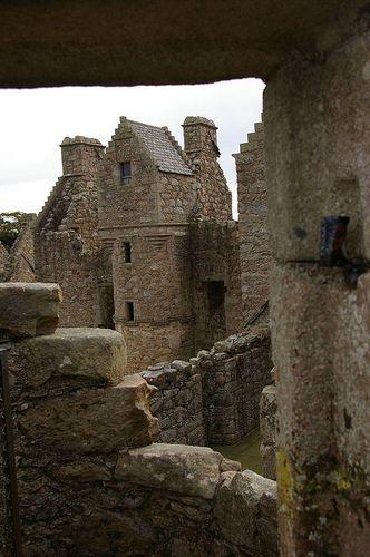 15th century Tolquhon Castle, Aberdeenshire (by dvdbramhall)