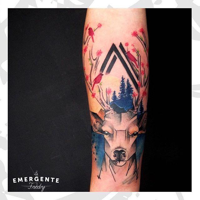 Brutal este tatuaje de @fredygalindotattoo en un antebrazo. Esperamos les guste!!!! Feliz almuerzo #tatuajesbogota #tattoo #tatuaje #colortattoo #watercolortattoo #deertattoo #laemergentecol #lanuevaemergente #animaltattoo
