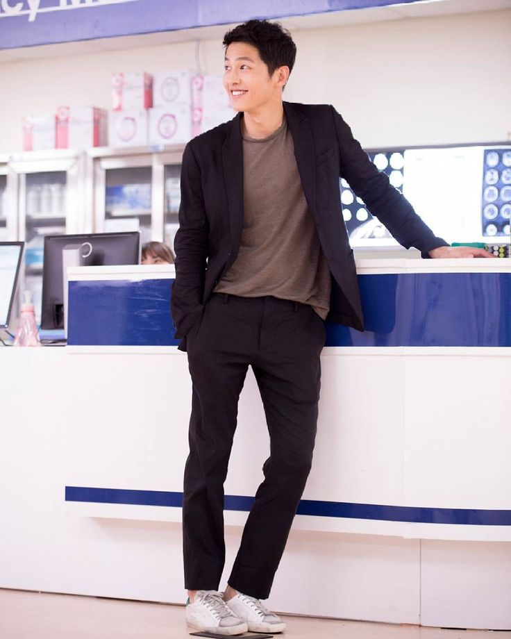 """""""Many people must love six pack abs so much but I don't. All i love is all in Joong Ki oppa, perfect body (my opinion). Love him more and more day by day.…"""""""