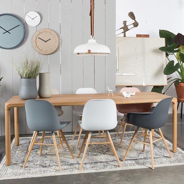 Zuiver interior. Win een Albert Kuip stoel! Deze week vindt de vtwonen&designbeurs 2016 plaats! Jij maakt als bezoeker elke dag kans op een Albert Kuip stoel naar keuze. Meedoen? Bezoek de stand van @flinders.design en @eijerkamp, beide in Hal 12. Of drink een kopje koffie in het restaurant, want daar vind je onze stoelen ook! #vtwdbeurs #vtwdb #albertkuip