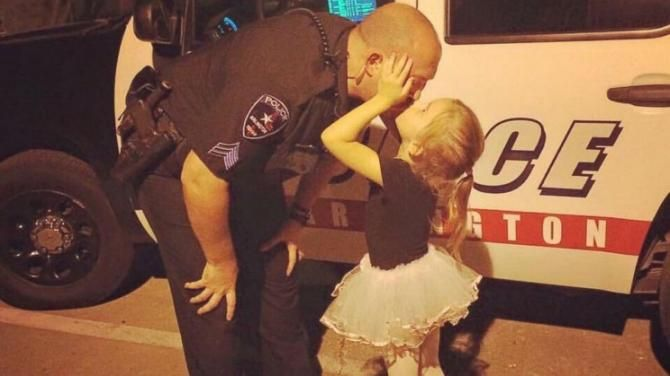 Adorable Photo of On-Duty Police Officer Kissing Toddler Daughter Goes Viral