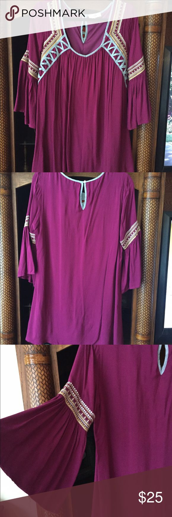 Entro hobo style dress New without tags. Never worn. Beautiful vibrant colors Entro Dresses Midi