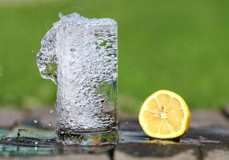 Download this free photo here www.picmelon.com #freestockphoto #freephoto #freebie /// Water and Lemon | picmelon