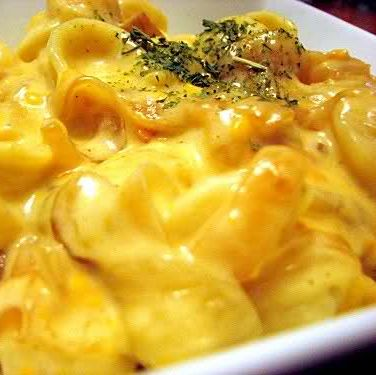 Thanksgiving is not a day for blue box macaroni; it's a day for the most decked out mac and cheese imaginable! What you needs is a warm casserole dish filled with al dente pasta draped in velvety homema