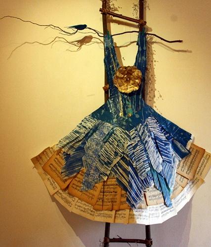 """Exposición """"Por la vida vamos"""" de Cristina Gandras y Teresa Ortúzar, en Castillo Wullf."""