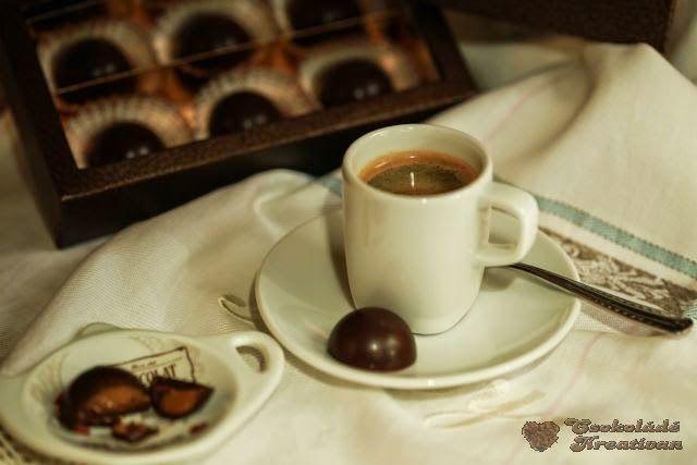 Ha reggel a frissen főzött kávé illatára ébredek, a nap már jól indul. Egy jó kávé nálam mindig egy tartalmas reggeli után következik, ez koronázza meg a reggeli étket és indítja a napomat. Nem iszom belőle sokat, nincs szükségem rá, hogy felpörgessen... Valójában az íze, a zamata érdekel. Tehát nem a mennyiség vagy éppen az…