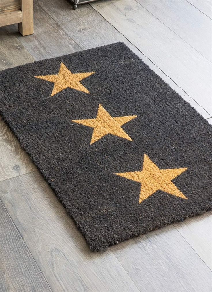 Keep carpets clean and welcome guests with the Doormat 3 Stars in Large