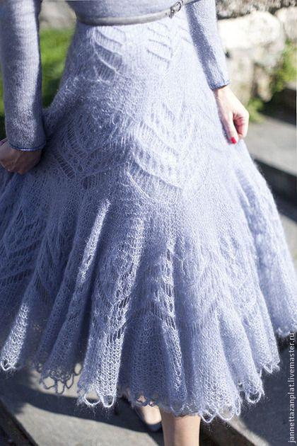 Купить или заказать платье 'Сиреневый туман' в интернет-магазине на Ярмарке Мастеров. Вязаное платье спицами из мохера с шелком. Пышная юбка - двойная, плюс- нижняя юбка. Верх и рукава украшены кружевом. Цвет платья серый с сиреневым от…