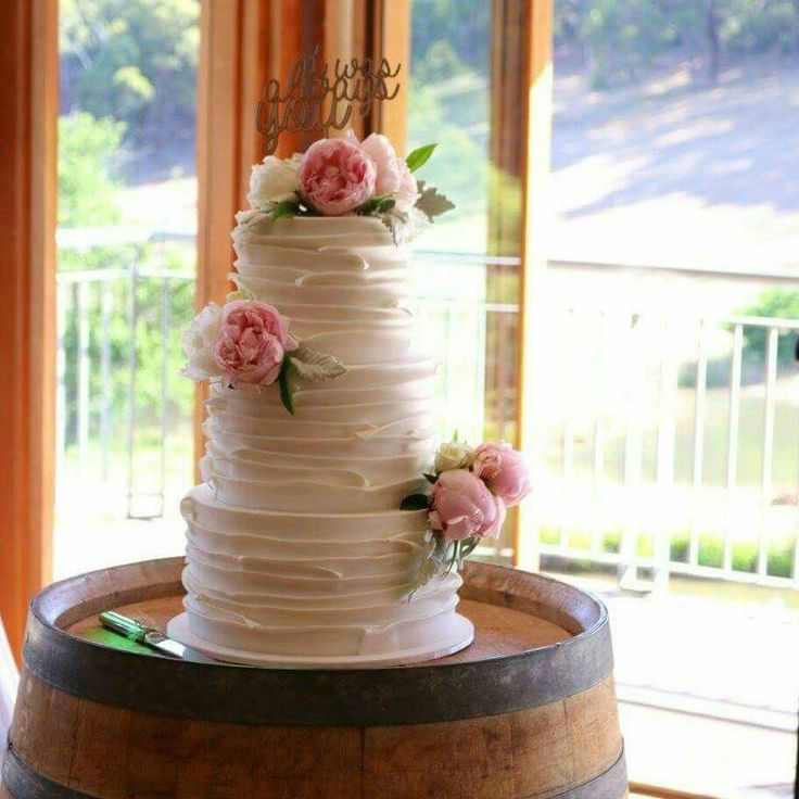 Wedding cake by Dina's cupcakes and cakes