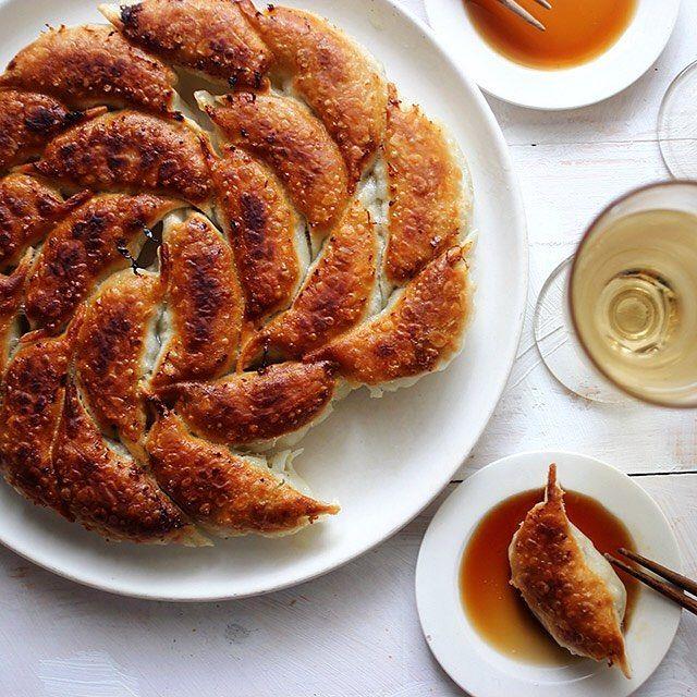 Gyoza & Wine 土曜の午後はのんびり餃子を包んで焼いてワインを楽しむ今日の餃子は豚肉とキャベツだけのシンプルなものうまく焼ければ具材はシンプルで十分かも #樋口さんちの餃子 #餃子 #만두 #교자 #饺子 #Gyoza #Bánhbao #餃子LOVE#dumplings #餃子は文化 #あったか晩ごはん #餃子女子 #餃子図鑑 by higuccini