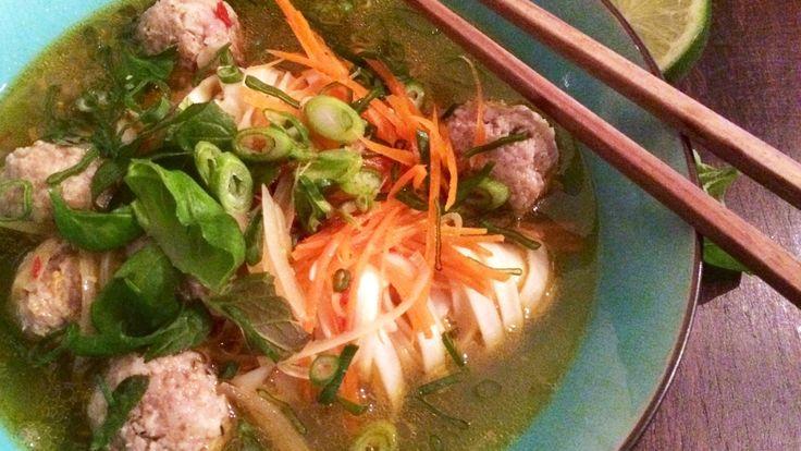 Denne suppa renser ganen for ribbefett, mener Lise Finckenhagen, som serverte nudelsuppe som sparker fra i «Jacobsen» på P1+.