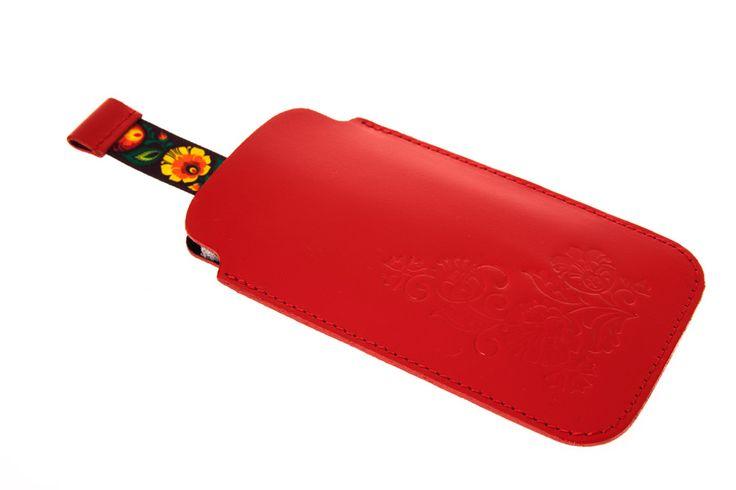 Czerwone skórzane etui na telefon z wzorem folk