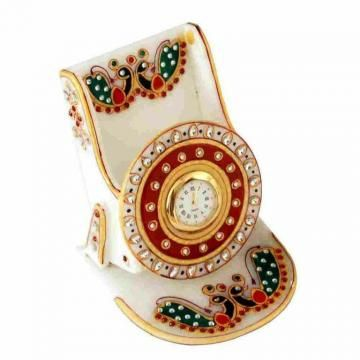 Make your living space and office look fantastic with this mobile stand with kundan work. Crafted in pure white marble, it is embellished with Meenakari and kundan work that is complemented by expert enamelwork.