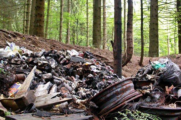 A Földnek csak egy pillanat…? Egy ember, egy nap: egy kiló hulladék. Abból is szemét lesz, amibe a szemetet teszed és még fizetsz is érte