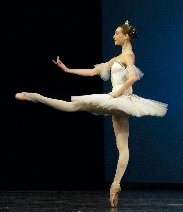 olga smirnova - beautiful form ♥ Wonderful! www.thewonderfulworldofdance.com #ballet #dance